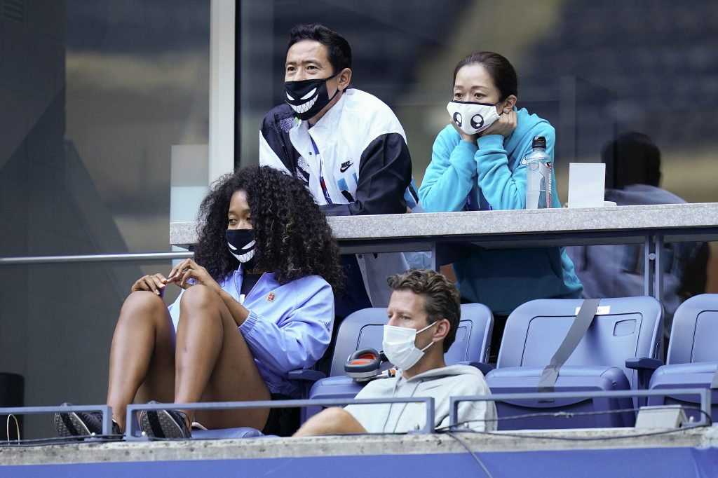 Naomi Osaka watching in tennis