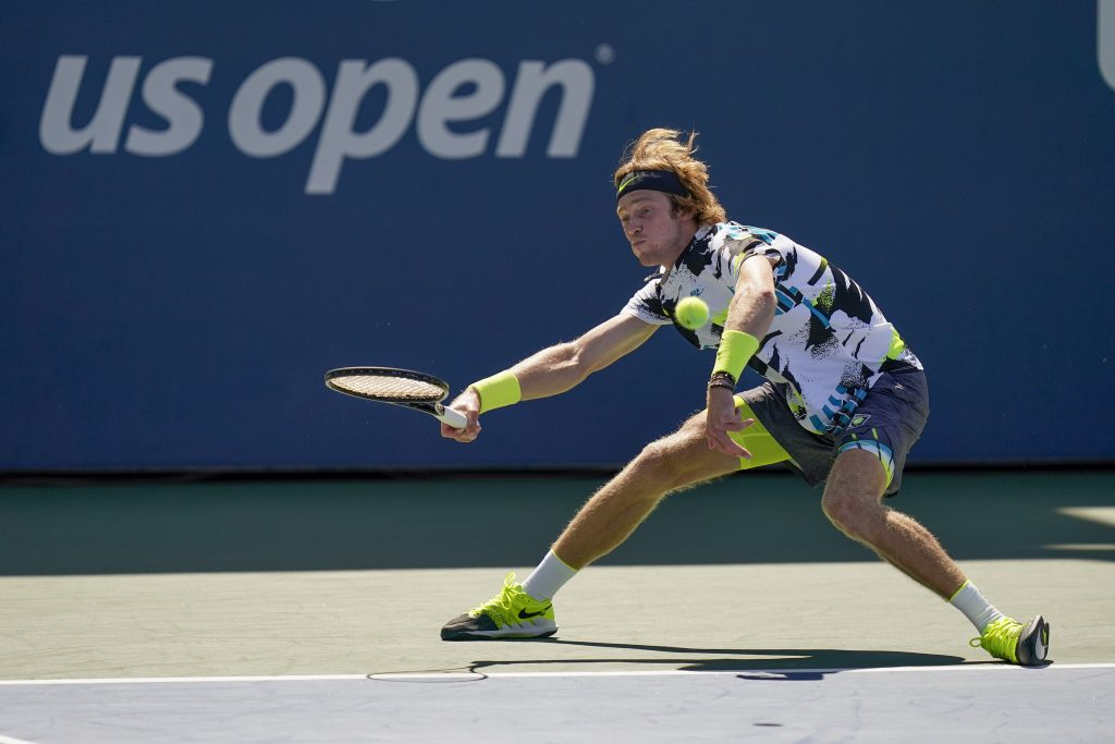 Andrey Rublev stretching