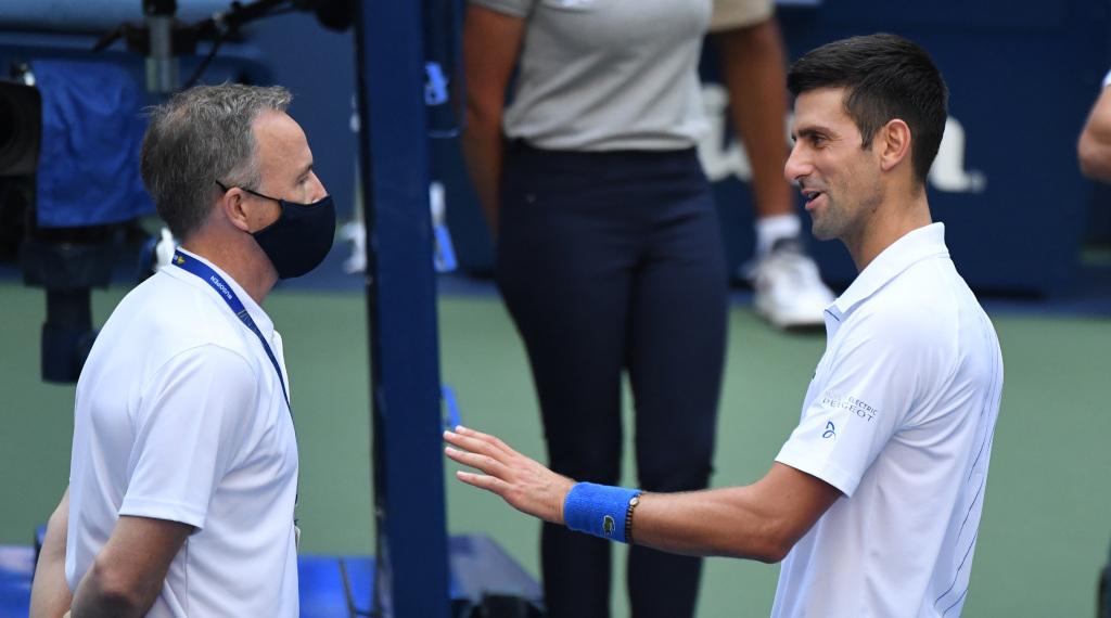 Novak Djokovic talks with US Open tournament referee