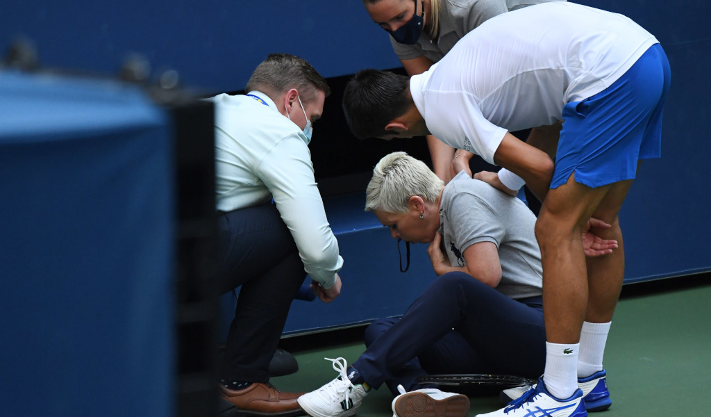 Line Umpire Struck By Ball From Novak Djokovic At Us Open Subject To Social Media Abuse Tennis365 Com