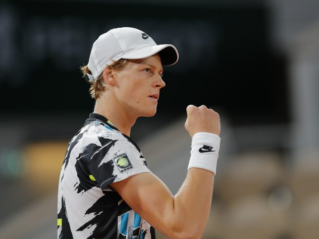 Jannik Sinner clenches his fist during his victory over David Goffin
