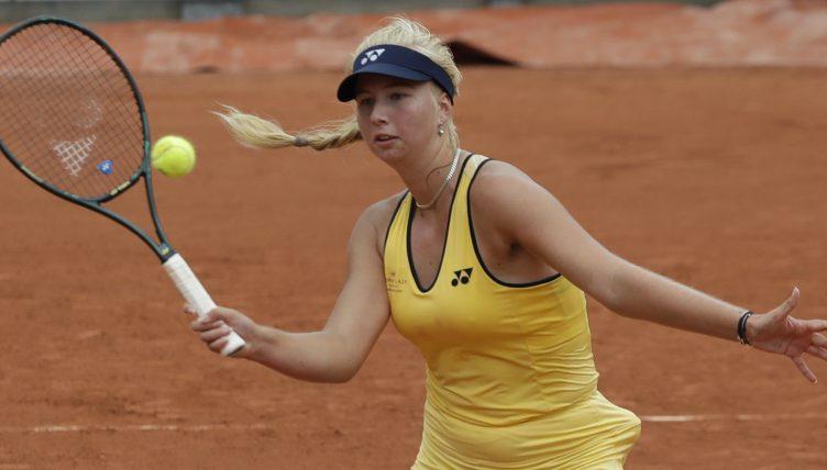 Clara Tauson in action