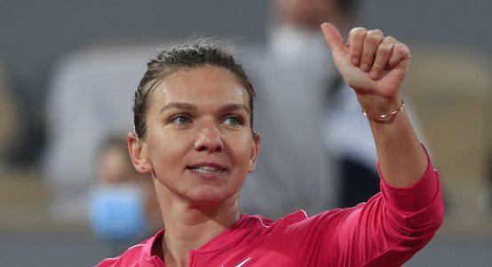 Simona Halep giving the thumbs up