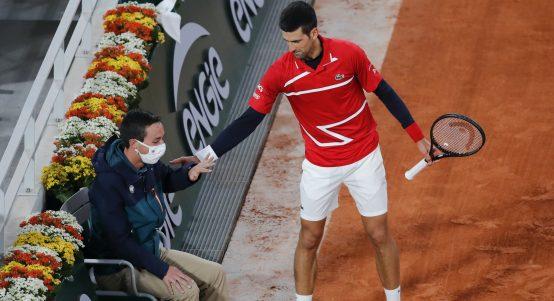 Novak Djokovic apologises to line umpire