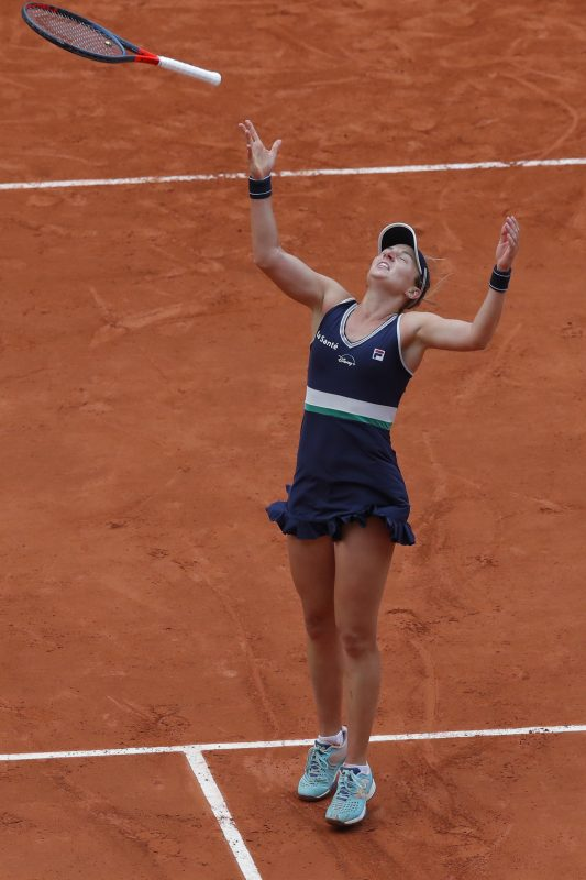 Nadia Podoroska celebrating