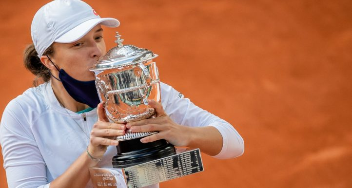 French Open champion Iga Swiatek kisses Coupe Suzanne Lenglen
