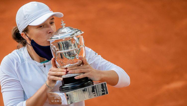 French Open champion Iga Swiatek kisses Coupe Suzanne Lenglen