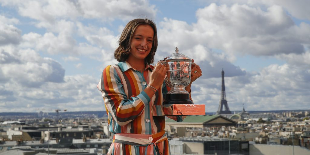 Iga Swiatek with French Open trophy