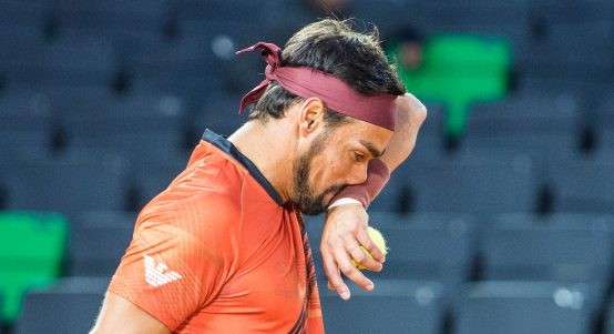 Fabio Fognini wiping his face