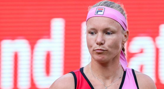 Kiki Bertens looking down