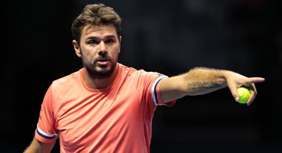 Stan Wawrinka pointing