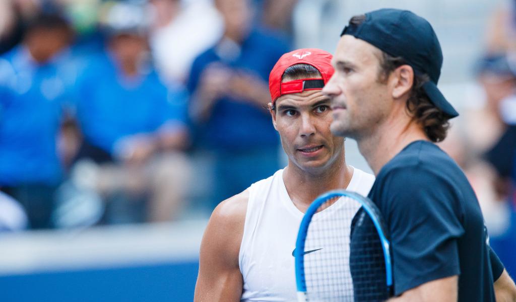 Rafael Nadal and Carlos Moya talking tactics
