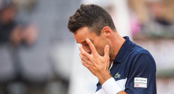 Roberto Bautista Agut wipes his face