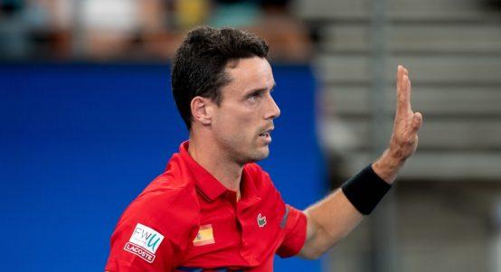 Roberto Bautista Agut hand up