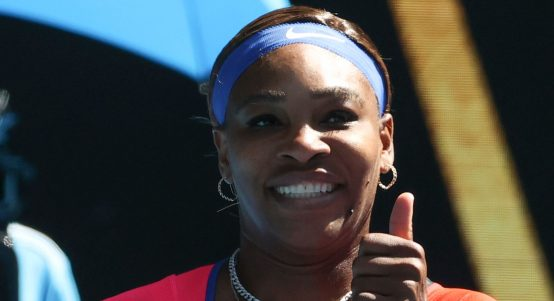 Serena Williams thumbs up