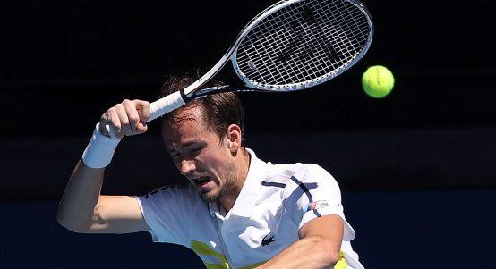 Daniil Medvedev swinging