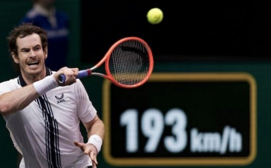 Andy Murray swinging