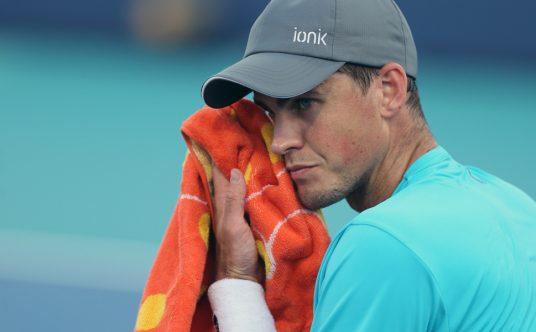 Vasek Pospisil wiping his face