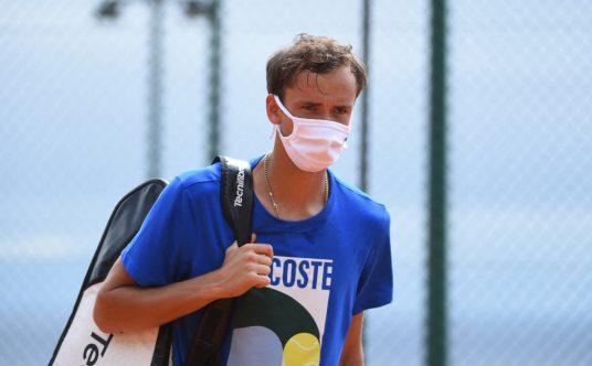 Daniil Medvedev masked up