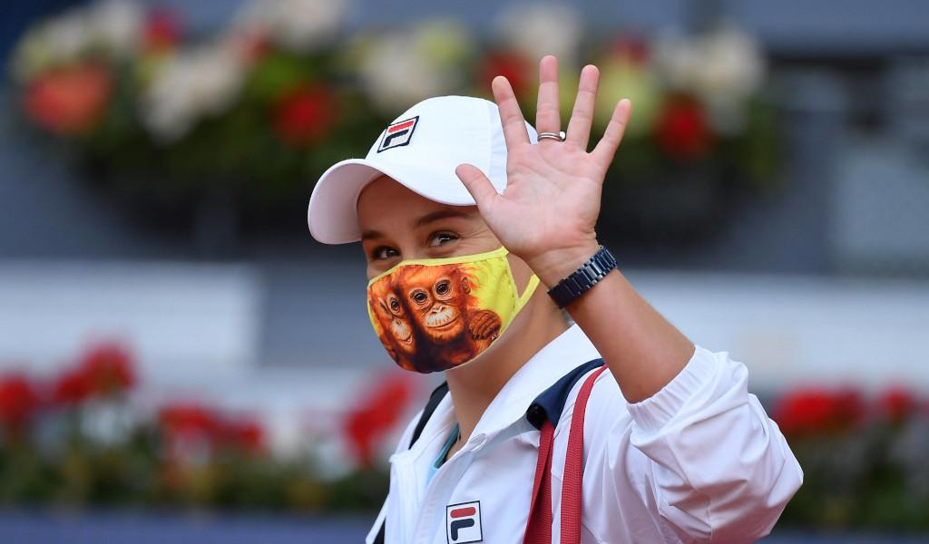 Ashleigh Barty waving