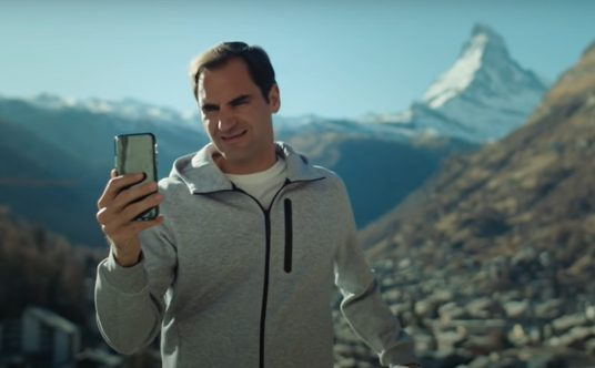 Roger Federer and Robert de Niro in No Drama Switzerland Tourism ad