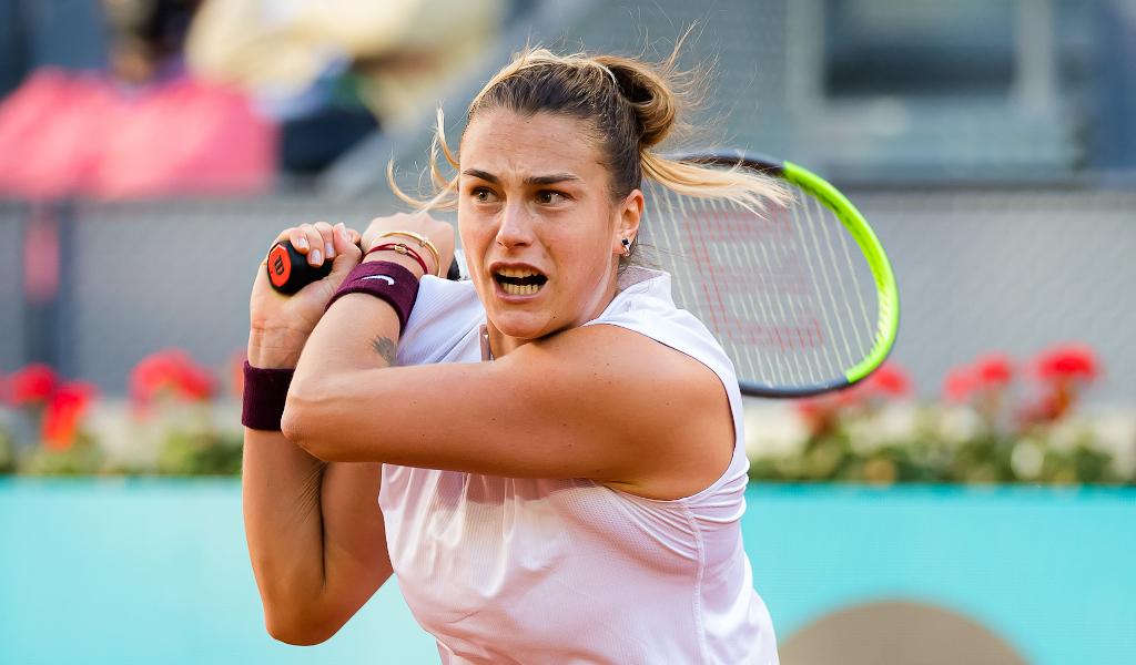Aryna Sabalenka swinging