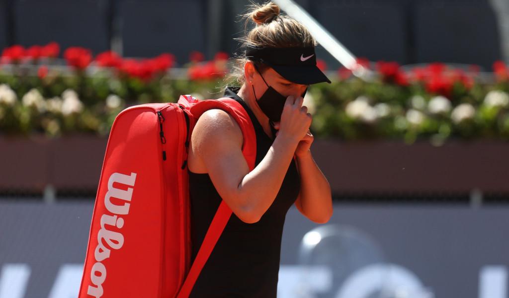 Simona Halep leaves the court
