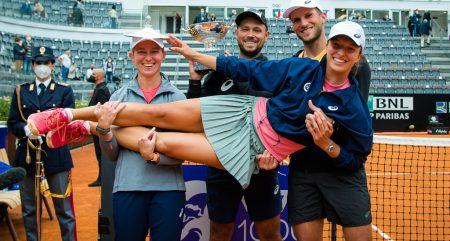 Iga Swiatek and her coaching team