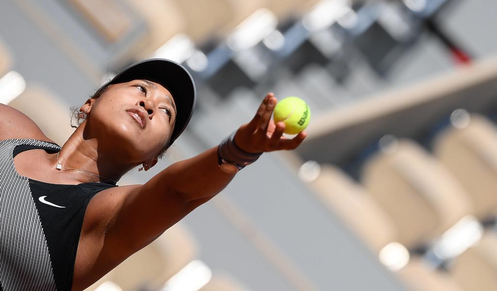 Naomi Osaka serving