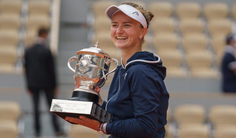 Barbora Krejcikova with French Open trophy