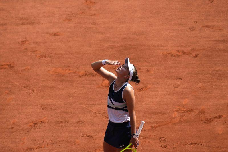 Barbora Krejcikova blows kisses