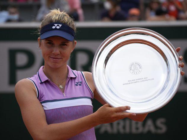 Linda Noskova won the girls' singles title