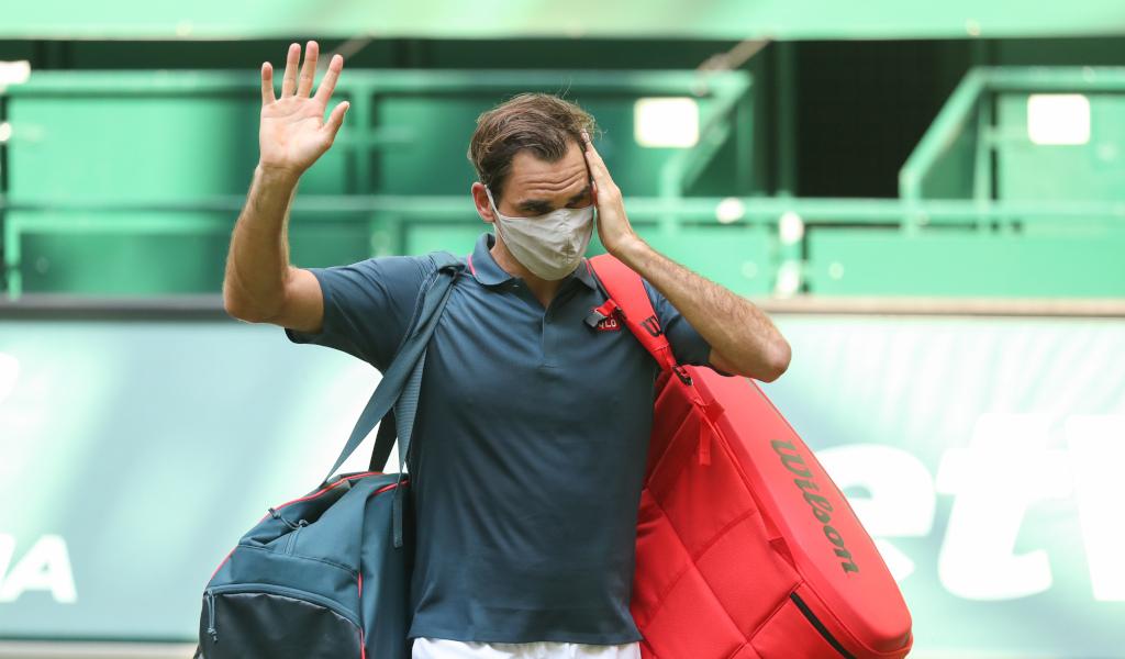 Roger Federer waving