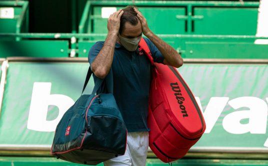 Roger Federer leaves the court