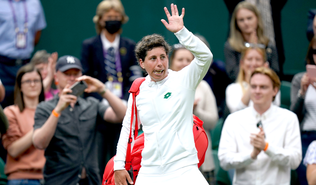Carla Suarez Navarro waving goodbye