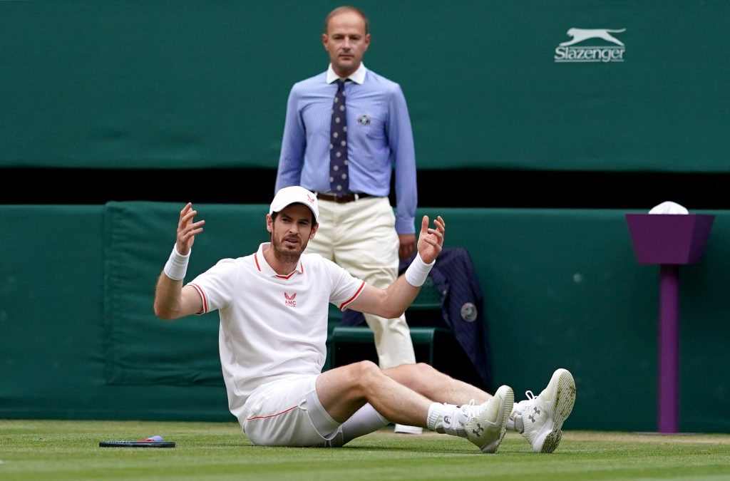 Andy Murray takes a tumble