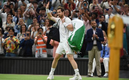 Andy Murray waving
