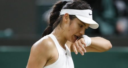 Emma Raducanu wipes her face