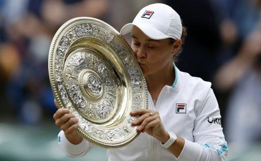 Ashleigh Barty kisses Wimbledon trophy
