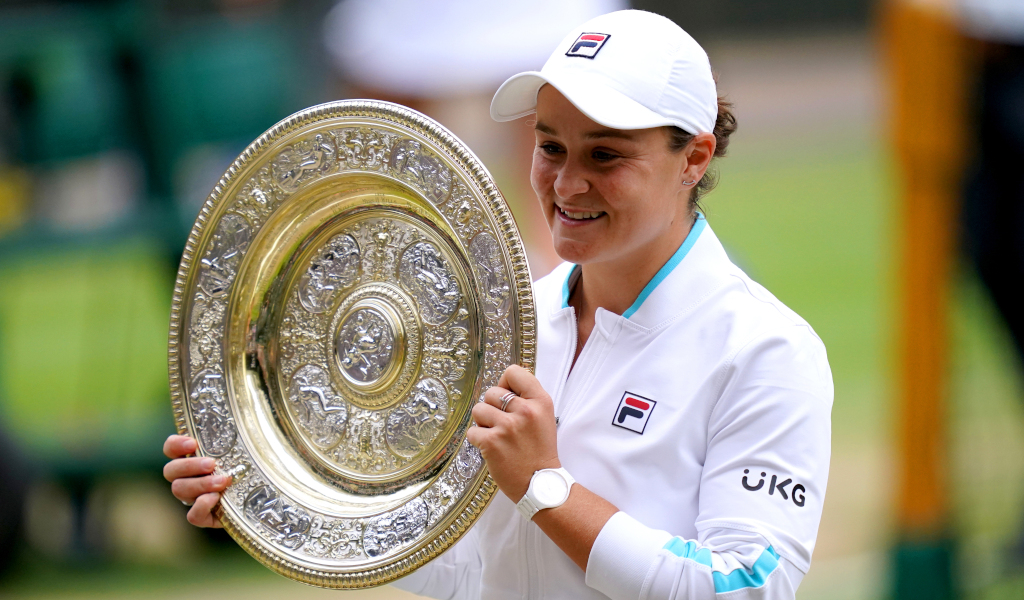 Ashleigh Barty with the Wimbledon trophy