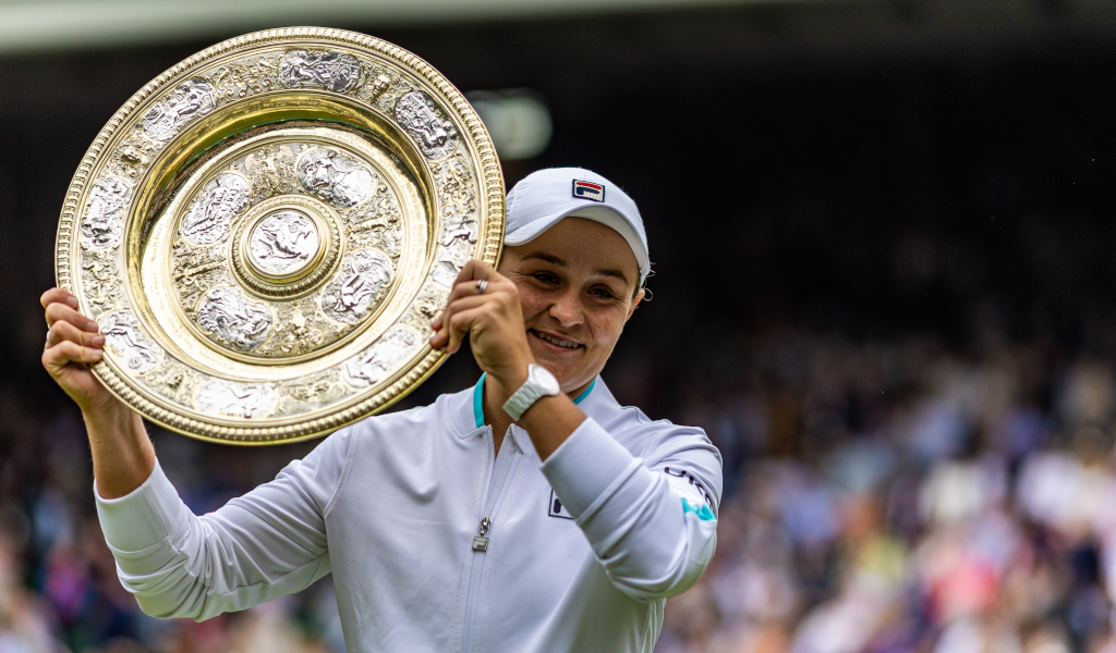 Ashleigh Barty lifts the Wimbledon trophy
