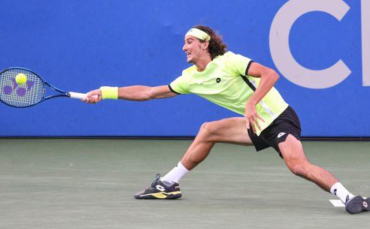 Lloyd Harris in action at the Washington Open