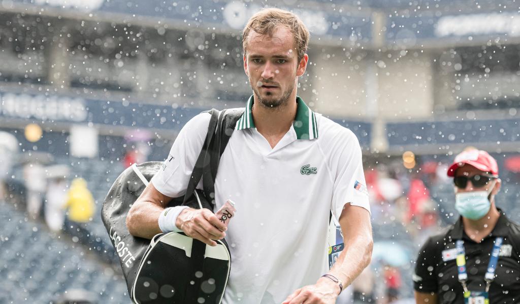 Rain delay in Toronto forces Daniil Medvedev off court