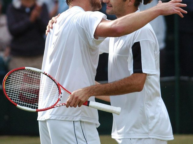 Federer beat Andy Roddick to retain his title in 2004