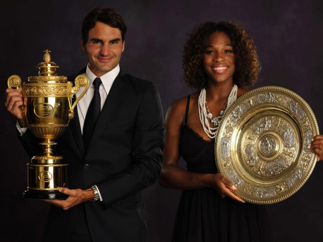 Federer poses alongside women's singles champion Serena Williams after landing Wimbledon title number six in 2009