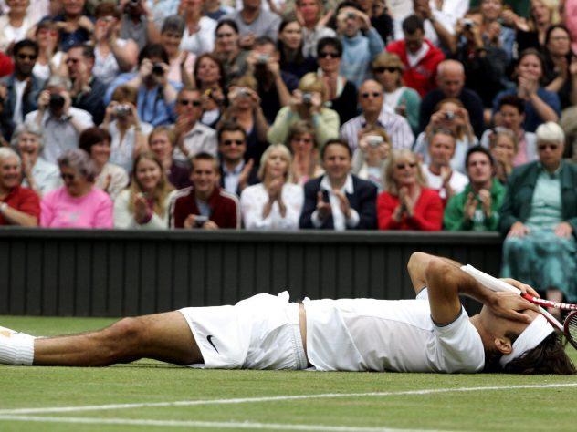 Roger Federer celebrates winning the 2005 Wimbledon final