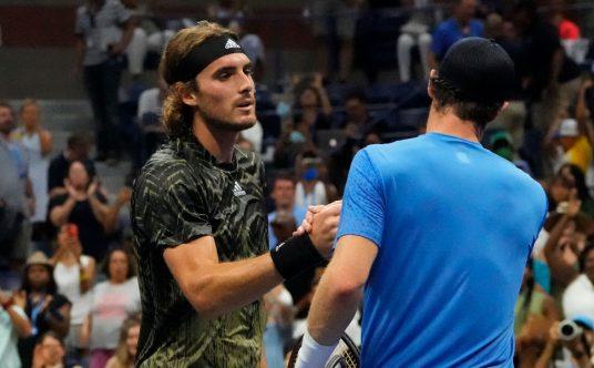 Stefanos Tsitsipas and Andy Murray post-match handshake