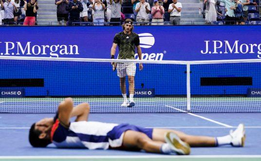 Stefanos Tsitsipas and Carlos Alcaraz.jpg