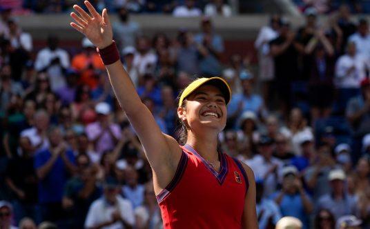 Emma Raducanu salutes US Open crowd