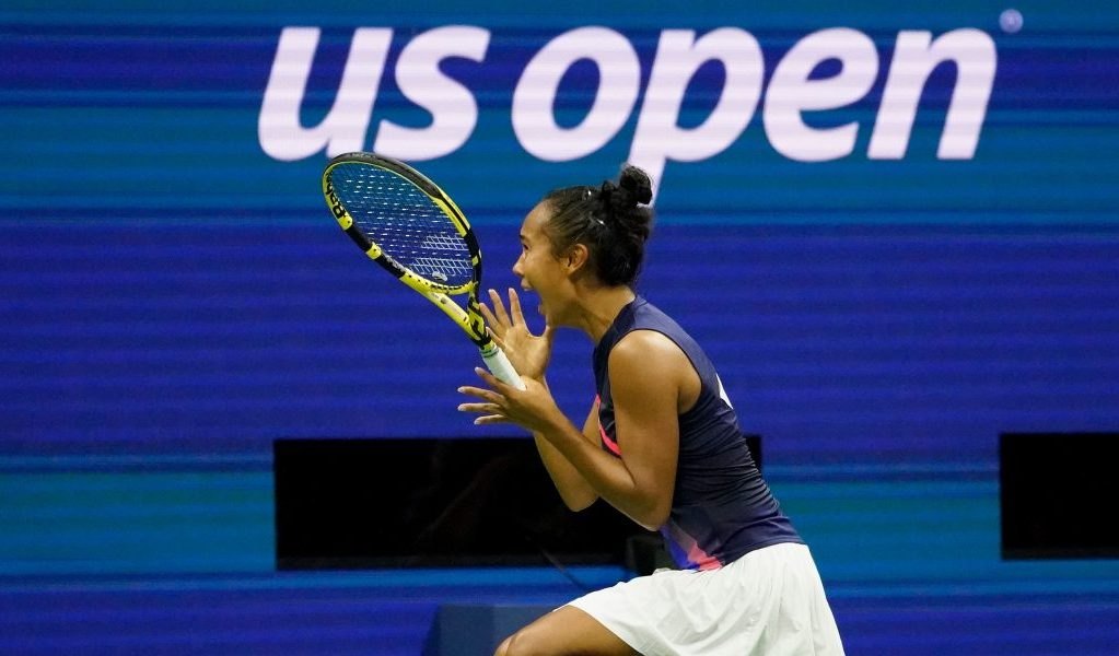 Leylah Fernandez celebrates victory